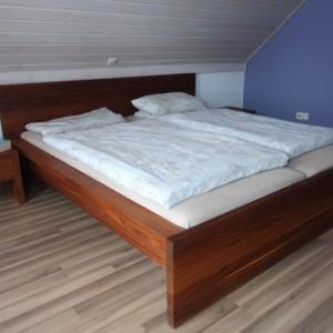 Bett aus Amerikanischen Nussbaum