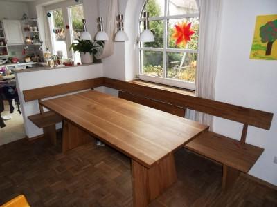 Tisch und Bank in Eiche mit Heizkörper Abdeckung