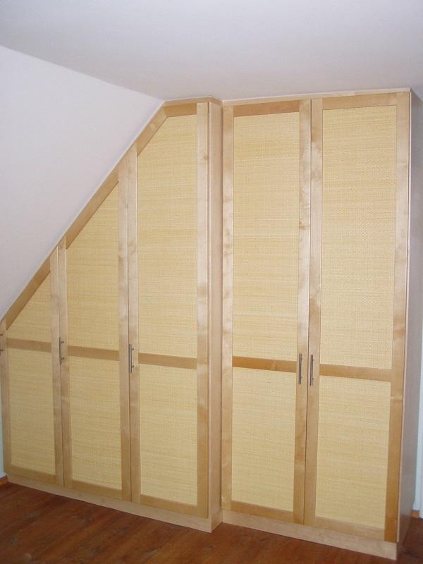 schr nke kleiderschrank in der dachschr ge verbaut manuform. Black Bedroom Furniture Sets. Home Design Ideas