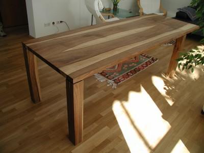 Nussbaumtisch mit Ansteckplatte
