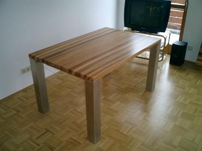Zebrano Massivholztisch ohne Ansteckplatte.
