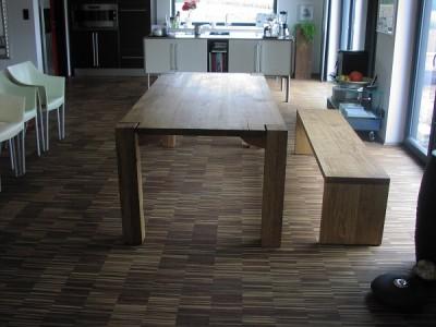 Tisch und Bank in rustikaler regensburger Eiche