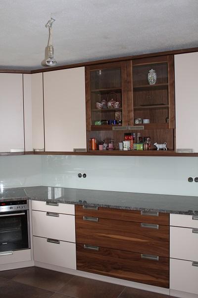 Küche Nussbaum mit Weisslack